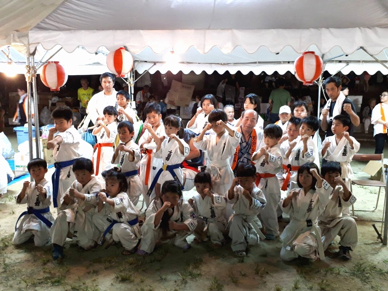 平成30年8月30日(土)「しんせい祭り」にて士道舘北部エリアの子どもたちが形と板わりを披露しました。